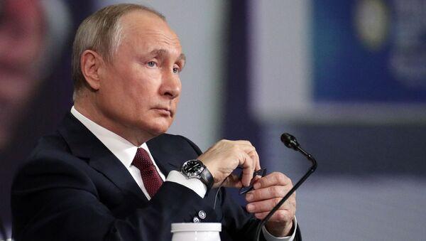 Prezydent Rosji Władimir Putin na Międzynarodowym Forum Ekonomicznym w Petersburgu, 5 czerwca 2021 r. - Sputnik Polska