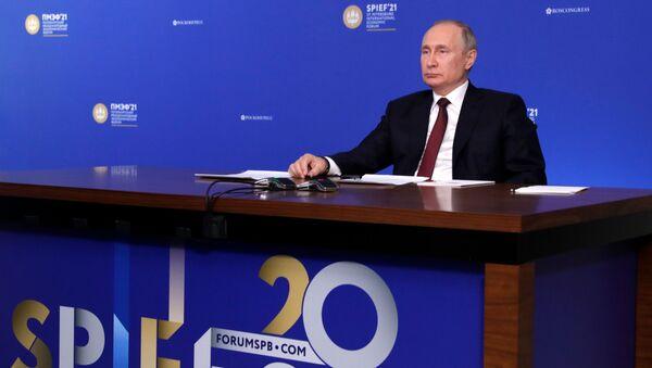 Prezydent Rosji Władimir Putin na Forum Ekonomicznym w Petersburgu. - Sputnik Polska