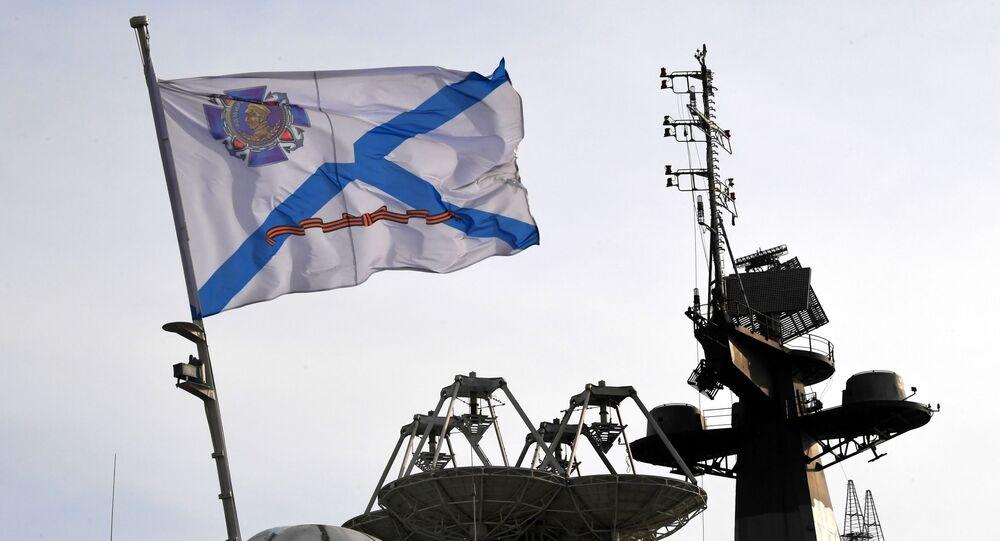 Bandera morska na pokładzie jednego z okrętów Floty Oceanu Spokojnego