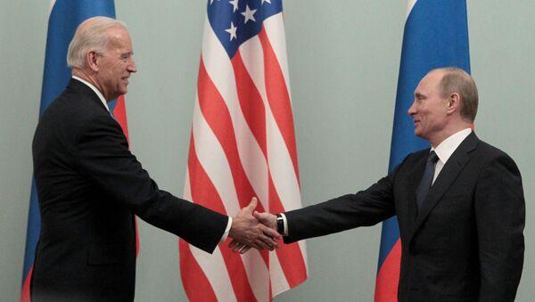Joe Biden i Władimir Putin, 10 marca 2011 rok - Sputnik Polska
