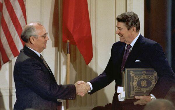 Michaił Gorbaczow i Ronald Reagan, 1987 rok - Sputnik Polska