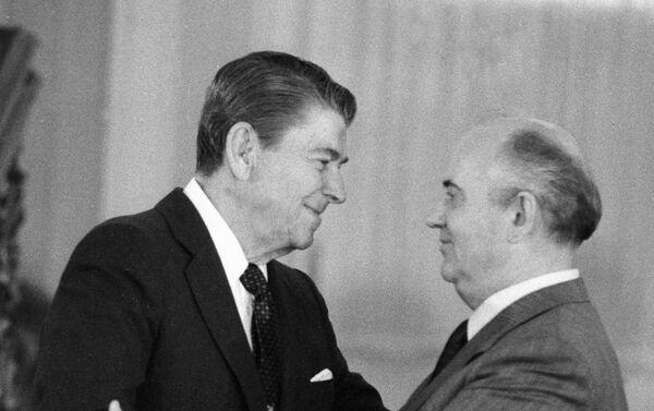 Michaił Gorbaczow i Ronald Reagan - Sputnik Polska