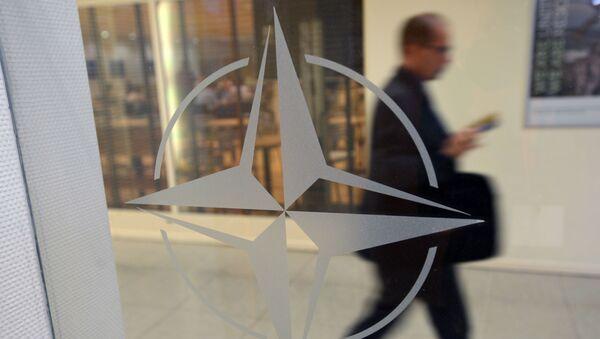 Godło organizacji w siedzibie głównej NATO w Brukseli, Belgia - Sputnik Polska