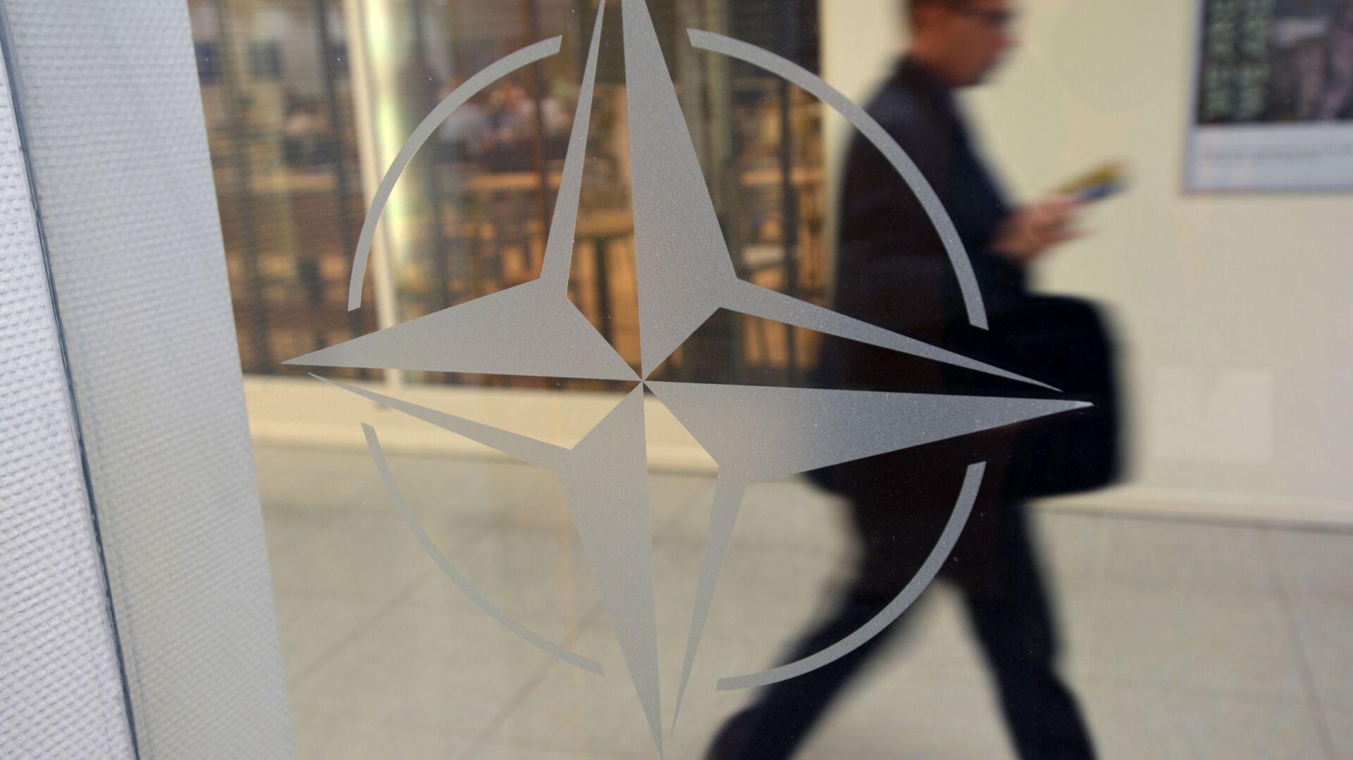 Godło organizacji w siedzibie głównej NATO w Brukseli, Belgia - Sputnik Polska, 1920, 13.06.2021