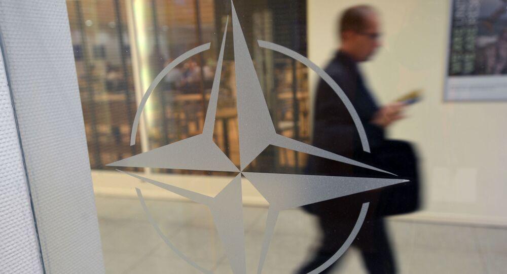 Godło organizacji w siedzibie głównej NATO w Brukseli, Belgia