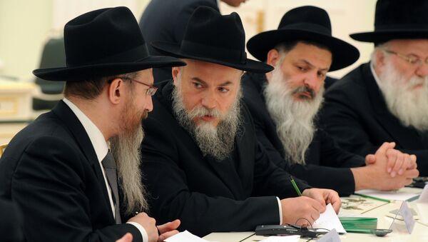 Władimir Putin spotyka się z delegacją rabinów z kilku krajów. Wśród nich rabin Aleksandr Boroda - Sputnik Polska