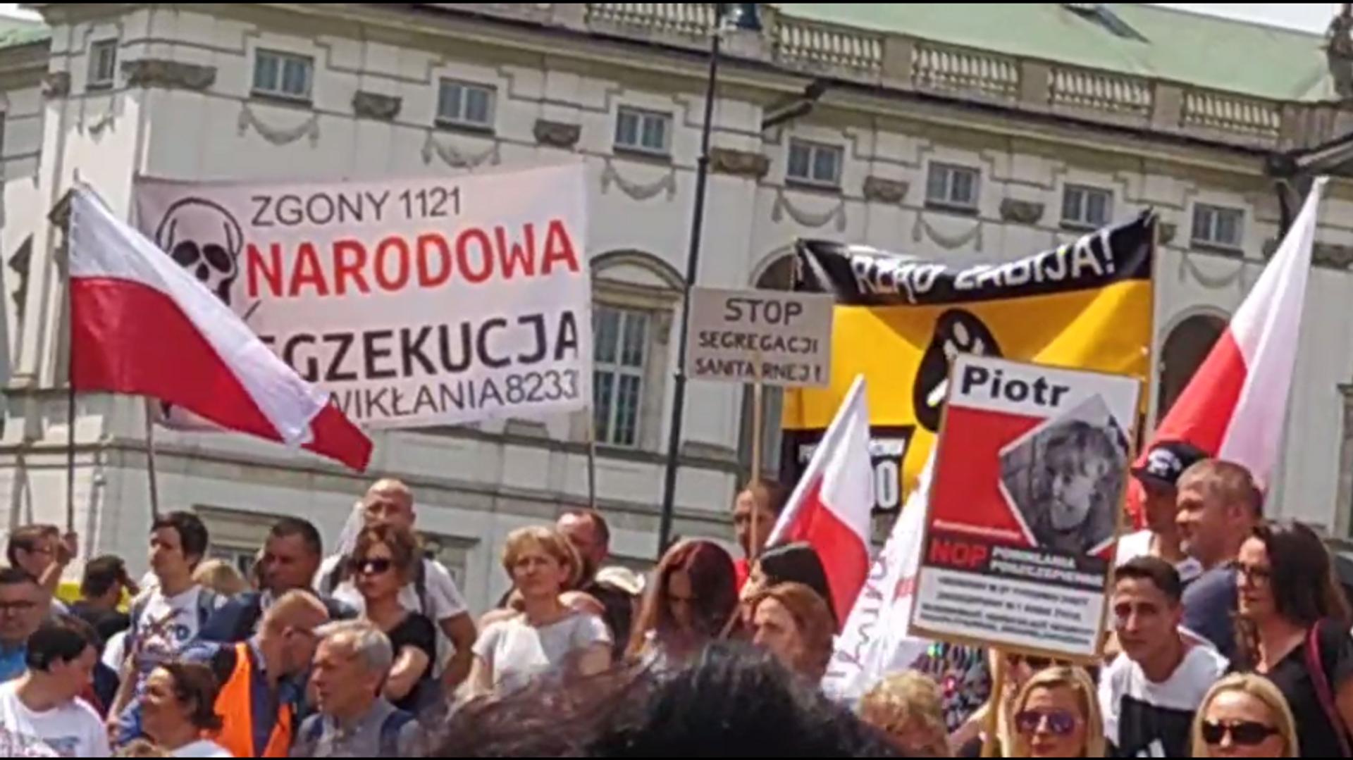 Protest w Warszawie przeciwko szczepieniom - Sputnik Polska, 1920, 12.06.2021