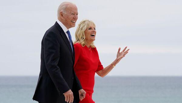 Prezydent USA Joe Biden z żoną Jill na szczycie G7 w Wielkiej Brytanii. - Sputnik Polska