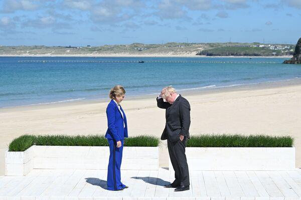 Premier Wielkiej Brytanii Boris Johnson z żoną Kerry przed oficjalnym spotkaniem przywódców krajów uczestniczących w szczycie G7 - Sputnik Polska