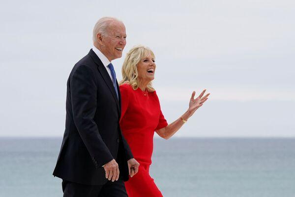Prezydent USA Joe Biden z żoną Jill na szczycie G7 w Wielkiej Brytanii - Sputnik Polska