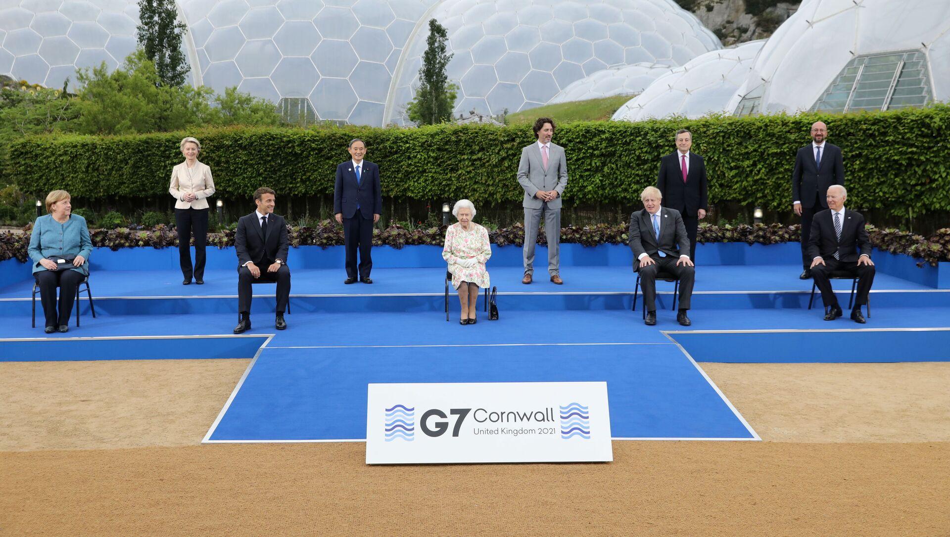 Przywódcy krajów uczestniczących w szczycie G7 podczas zdjęć grupowych w Kornwalii - Sputnik Polska, 1920, 13.06.2021