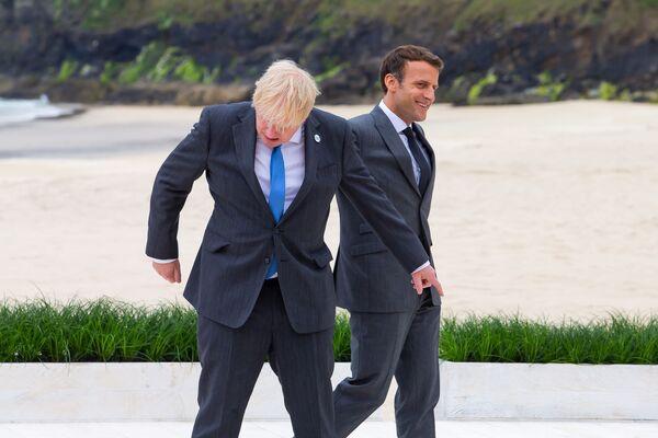 Premier Wielkiej Brytanii Boris Johnson i prezydent Francji Emmanuel Macron w Kornwalii - Sputnik Polska