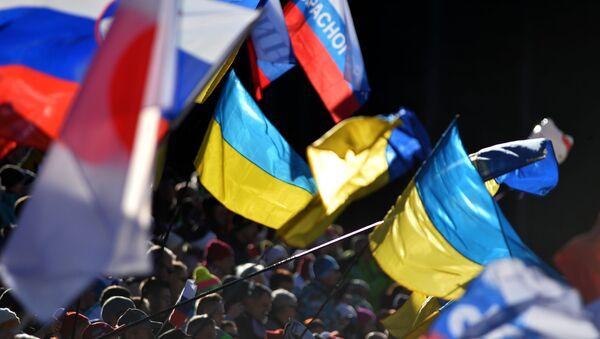 Flagi Ukrainy i Rosji - Sputnik Polska