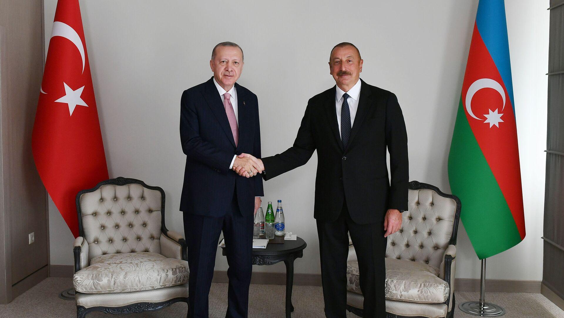 Prezydenci Azerbejdżanu i Turcji Ilham Alijew i Tayyip Erdoğan - Sputnik Polska, 1920, 15.06.2021