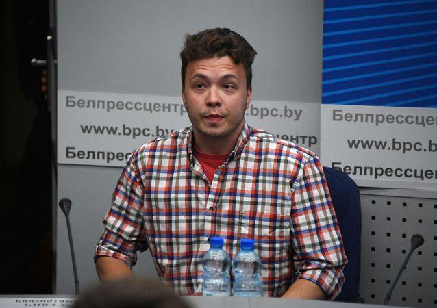 Raman Pratasiewicz na konferencji prasowej w Mińsku