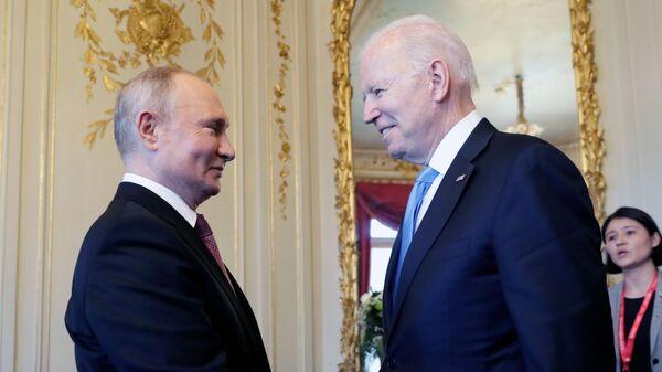 Władimir Putin i Joe Biden w Genewie przed rozpoczęciem szczytu USA-Rosja - Sputnik Polska