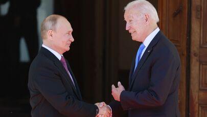 Prezydent Rosji Władimir Putin i prezydent USA Joe Biden podczas spotkania w Genewie