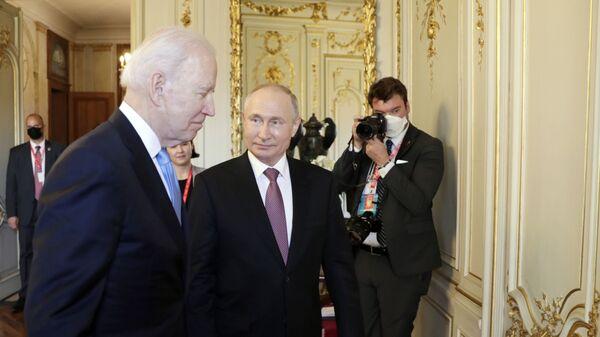 Spotkanie Joe Bidena i Władimira Putina w Genewie - Sputnik Polska
