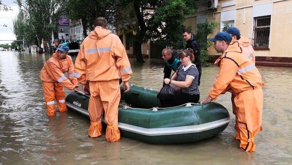 Podtopienia w Kerczu spowodowane ulewnymi deszczami - Sputnik Polska
