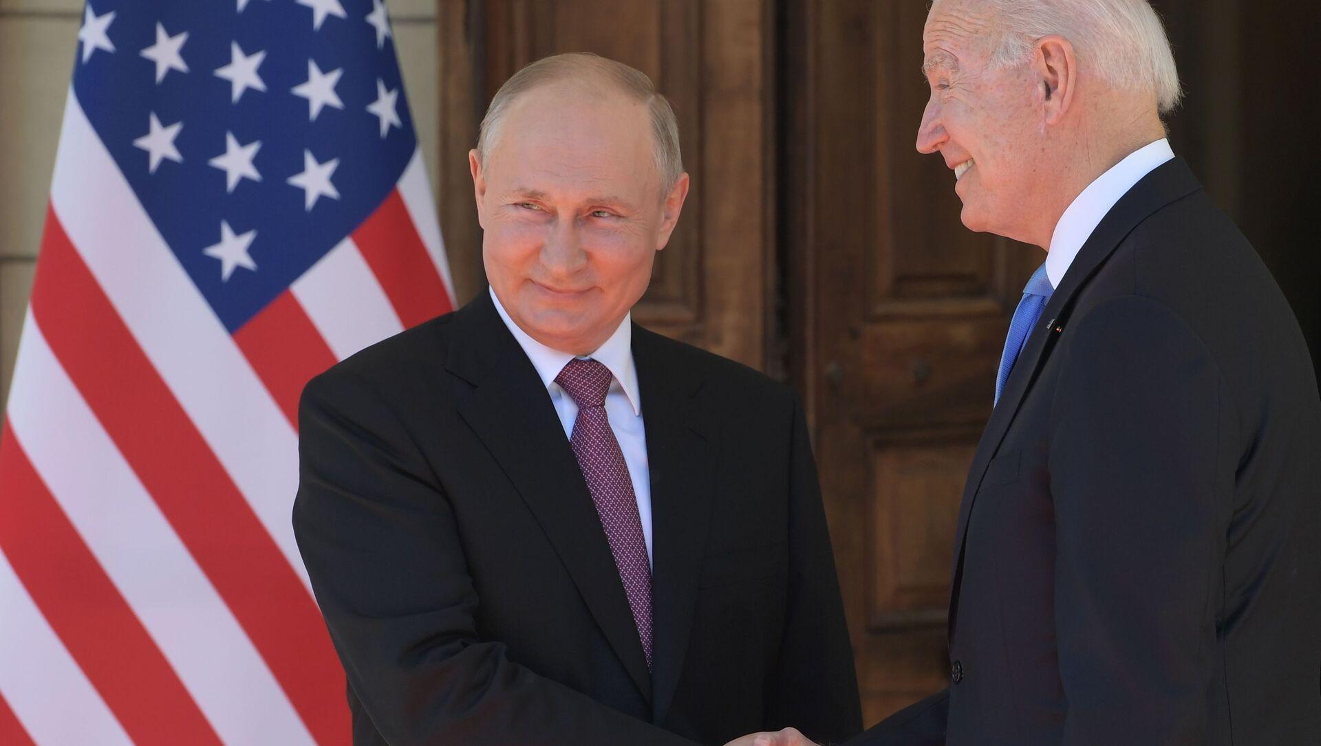 Prezydent Rosji Władimir Putin i prezydent USA Joe Biden na spotkaniu w Genewie. - Sputnik Polska, 1920, 18.06.2021