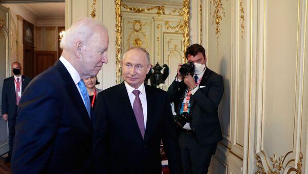 Władimir Putin i Joe Biden - Sputnik Polska