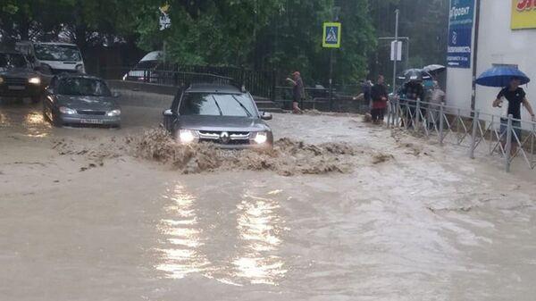 Skutki ulewnych deszczów w Jałcie, Krym - Sputnik Polska