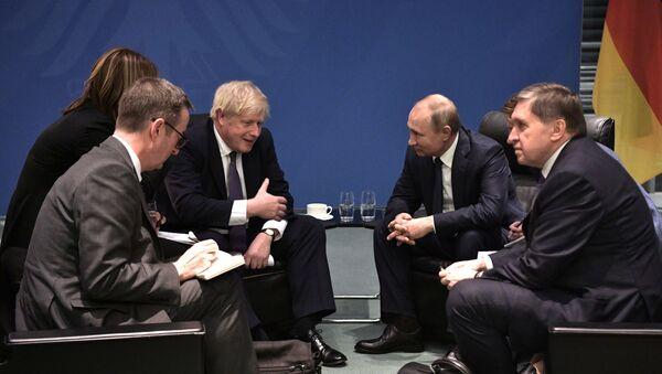 Prezydent Rosji Władimir Putin i premier Wielkiej Brytanii Boris Johnson. Zdjęcie archiwalne. - Sputnik Polska