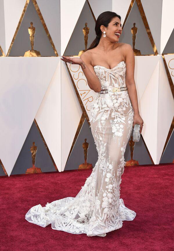 Priyanka Chopra na rozdaniu Oscarów 28 lutego 2016 roku,  Los Angeles - Sputnik Polska