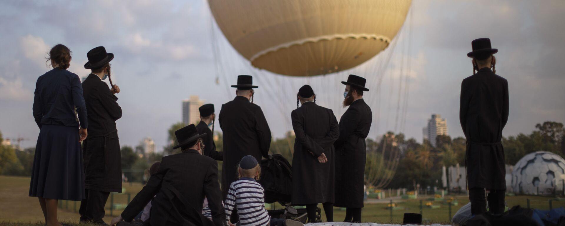 Ortodoksyjni Żydzi w parku w Tel Awiwie - Sputnik Polska, 1920, 29.06.2021