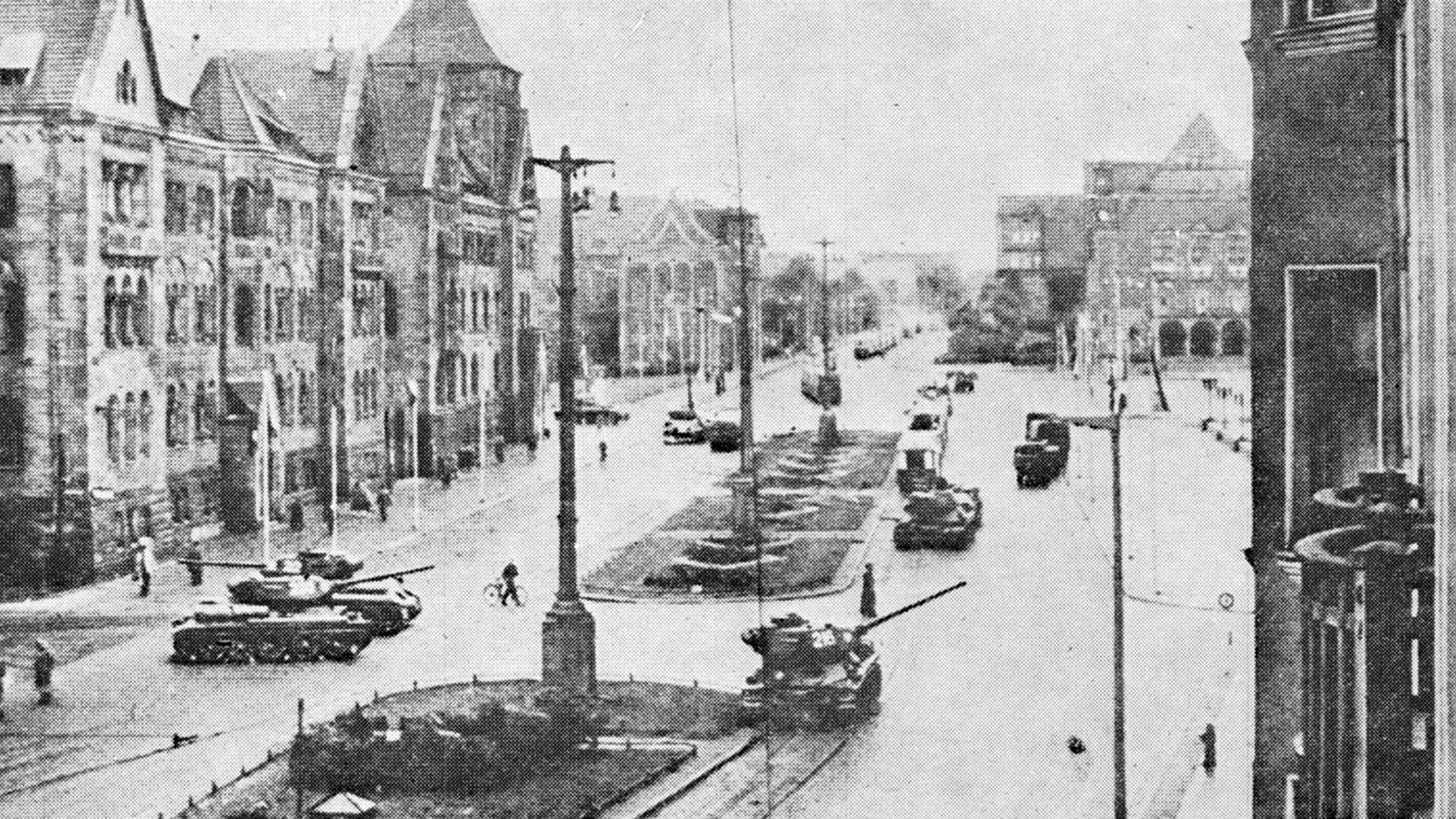 Czołgi podczas strajku generalnego w Poznaniu w 1956 roku. - Sputnik Polska, 1920, 28.06.2021