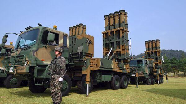Южнокорейский солдат у ЗРК Cheongung - Sputnik Polska