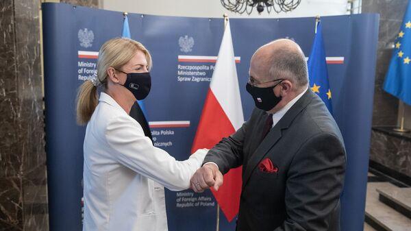 Министр иностранных дел Эстонии Эва-Мария Лийметс и министр иностранных дел Польши Збигнев Рау на встрече в Варшаве - Sputnik Polska
