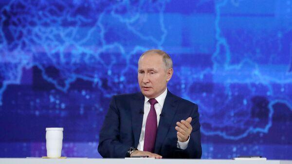 Владимир Путин во время ежегодной программы Прямая линия с Владимиром Путиным - Sputnik Polska
