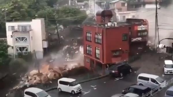 Мощный оползень разрушил 10 домов в городе Атами в центральной части Японии - Sputnik Polska