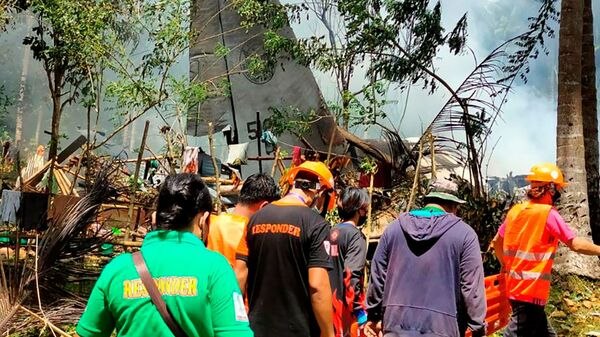 На месте крушения самолета C-130 ВВС Филиппин - Sputnik Polska