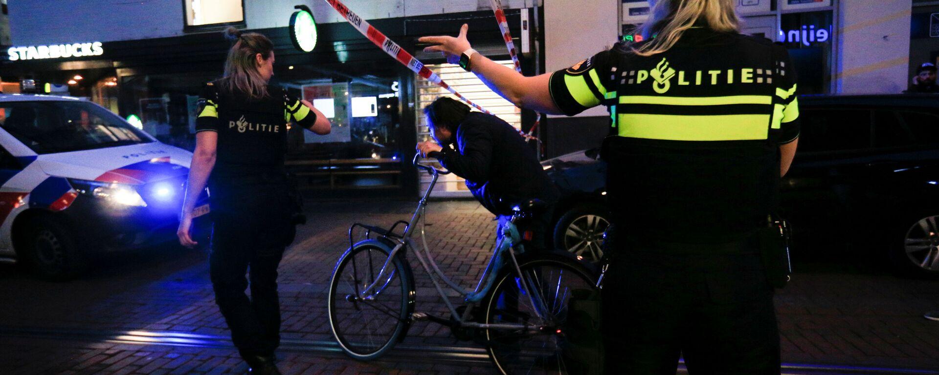 Policja na miejscu postrzelenia dziennikarza w Amsterdamie - Sputnik Polska, 1920, 07.07.2021