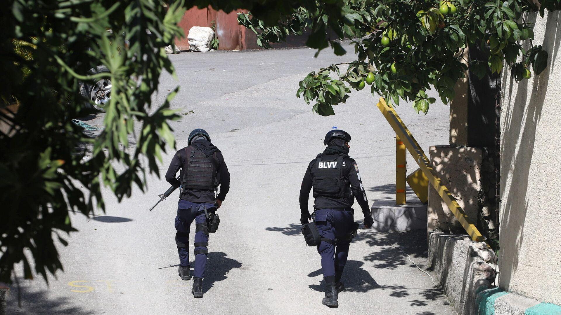 Funkcjonariusze policji pod domem zamordowanego prezydenta Haiti  - Sputnik Polska, 1920, 12.07.2021
