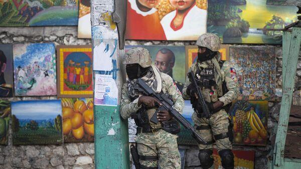 Солдаты патрулируют Петион Вилль, район, где жил покойный президент Гаити Жовенель Мойз, в Порт-о-Пренсе, Гаити - Sputnik Polska
