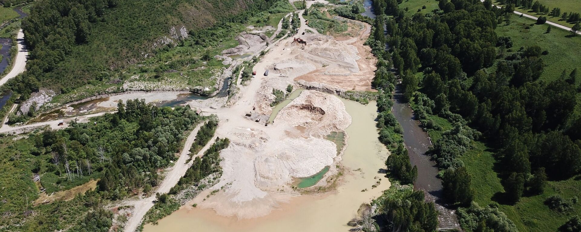 Rzeki Kraju Ałtajskiego zanieczyszczone poniżej miejsc wydobycia złota w złożach - Sputnik Polska, 1920, 12.07.2021
