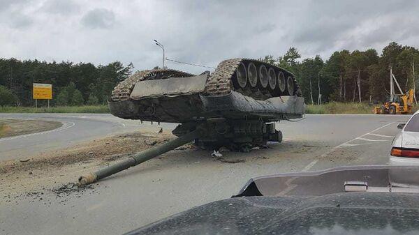 Перевернувшийся танк на Сахалине - Sputnik Polska