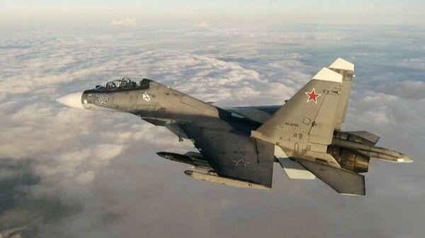Истребитель Су-30 из состава дежурных морской авиации и противовоздушной обороны Черноморского флота над Черным морем - Sputnik Polska