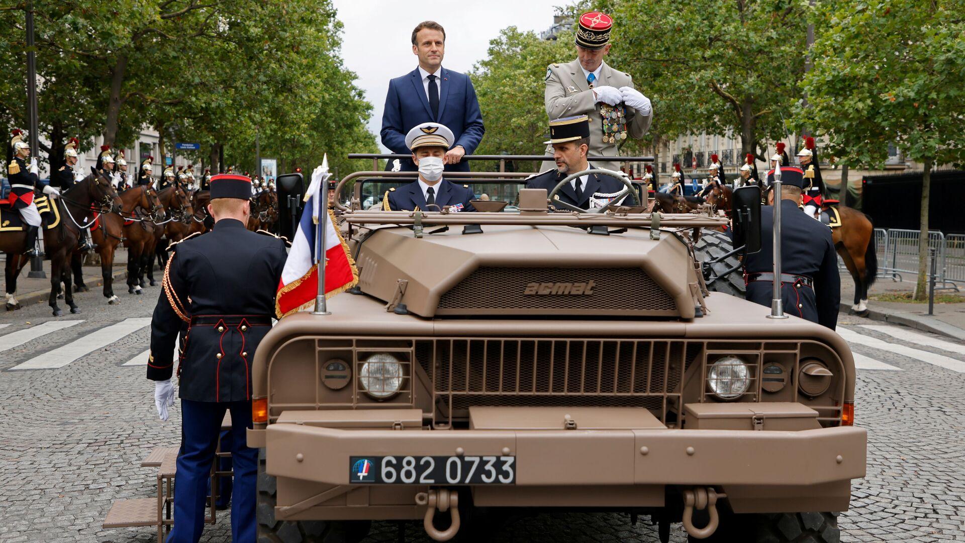 Prezydent Francji Emmanuel Macron i generał Francois Lecointeur na paradzie z okazji Dnia Bastylii  - Sputnik Polska, 1920, 14.07.2021