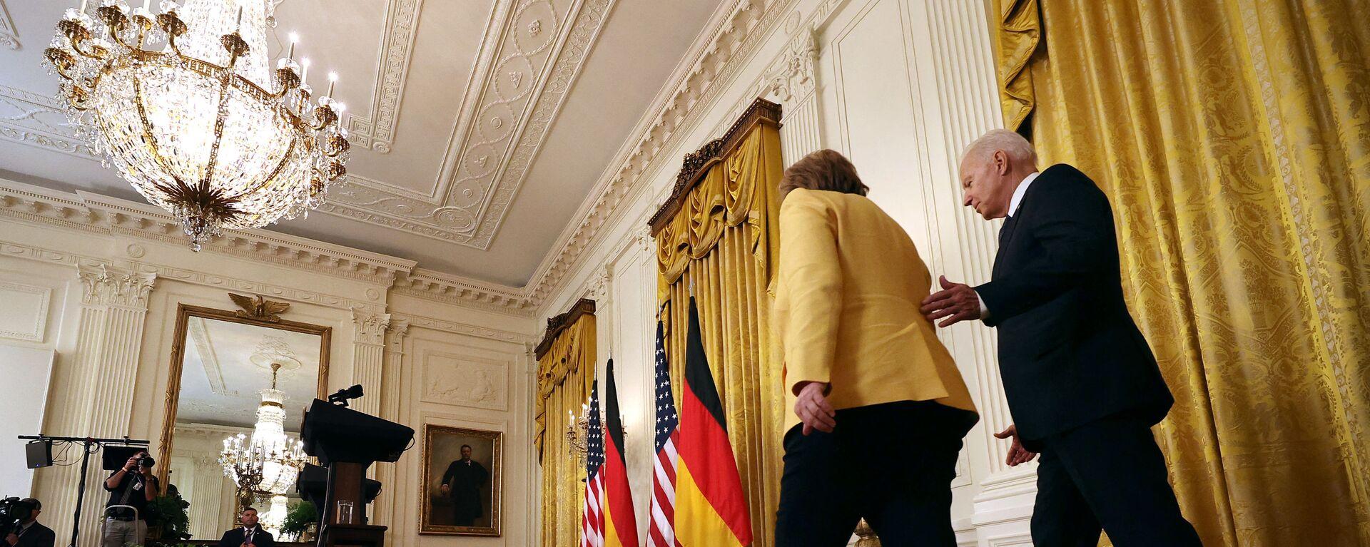 Prezydent USA Joe Biden i kanclerz Niemiec Angela Merkel przed rozpoczęciem wspólnej konferencji prasowej w Waszyngtonie, USA - Sputnik Polska, 1920, 16.07.2021