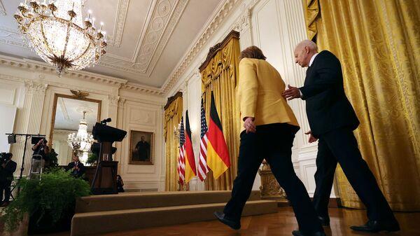 Президент США Джо Байден и канцлер Германии Ангелой Меркель перед началом совместной пресс-конференции в Вашингтоне, США - Sputnik Polska