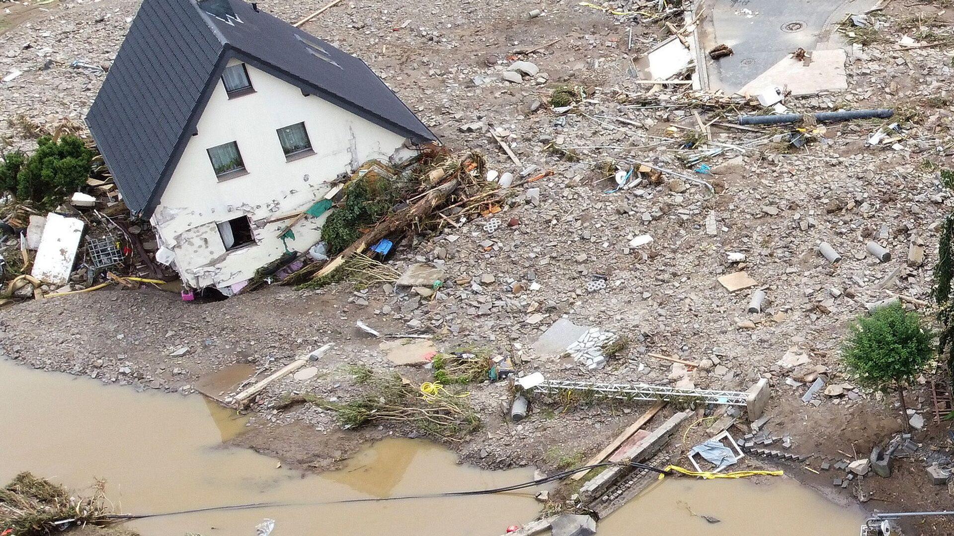 Общий вид зоны, пострадавшей от наводнения после проливных дождей в Шульде, Германия  - Sputnik Polska, 1920, 19.07.2021