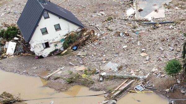 Общий вид зоны, пострадавшей от наводнения после проливных дождей в Шульде, Германия  - Sputnik Polska