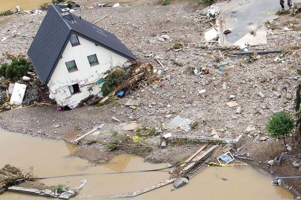 Widok obszaru dotkniętego powodzią po intensywnych opadach deszczu w Schuld w Niemczech 15 lipca 2021 r.  - Sputnik Polska