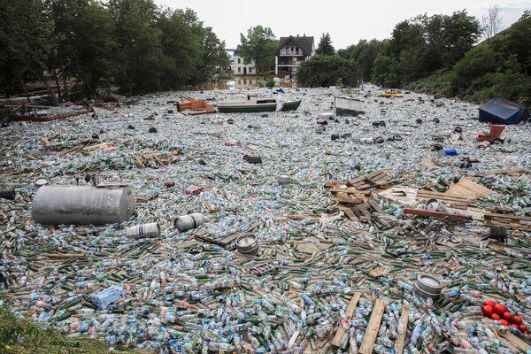 Śmieci po ulewnych deszczach w Bad Neuenahr-Ahrweiler w Niemczech, 15 lipca 2021 r. - Sputnik Polska