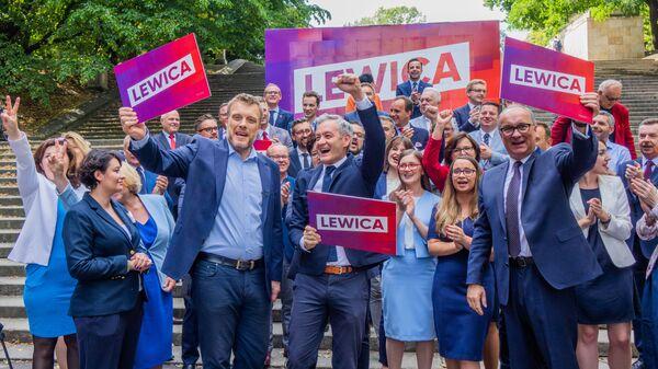 Лидеры польской партии Левица Адриан Зандберг, Роберт Бедронь, Влодзимеж Чарзасты - Sputnik Polska