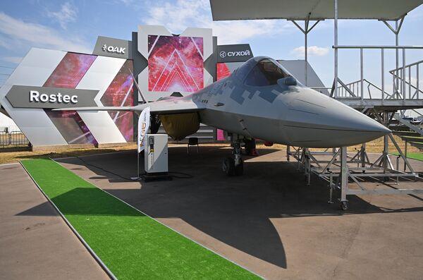 Myśliwiec Su-57 na pokazach lotniczych  MAKS 2021. - Sputnik Polska